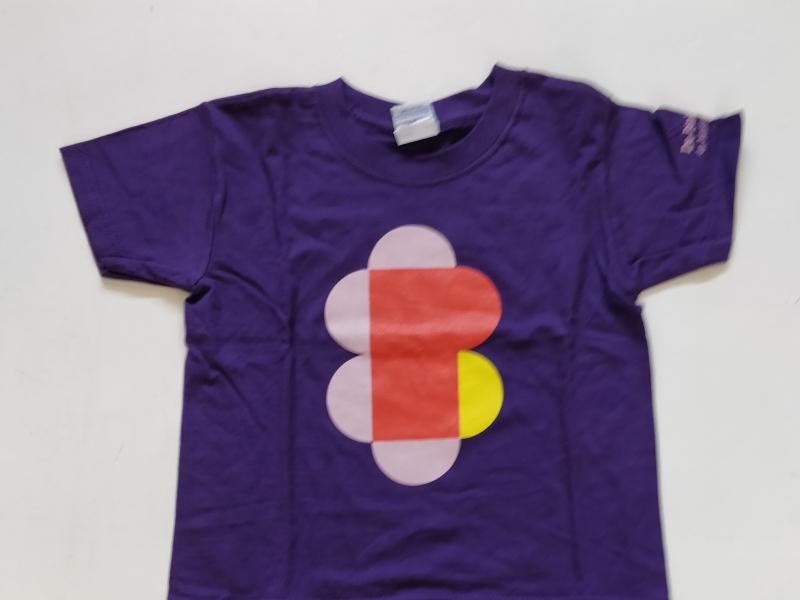 T-shirt bloem maat 140